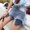 ขาสั้นผ้าด้านสีฟอกเล่นกระเป๋าเเลบลิ้นทรงน่ารัก