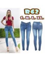 กางเกงยีนส์เอวต่ำขายาว สีฟ้าใสฟอกขาว หนวดหน้าขา ใส่แล้วดูเพรียว มี SIZE S M L XL