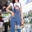 เสื้อผ้าเกาหลี พร้อมส่ง เสื้อสีขาว กับ เอี๊ยมยีนส์ เอวสูง thumbnail 4